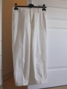 50代白パンツ