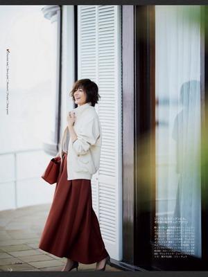 エクラ11月号 赤いスカート