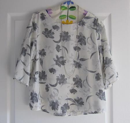 フレアフラワーシャツ