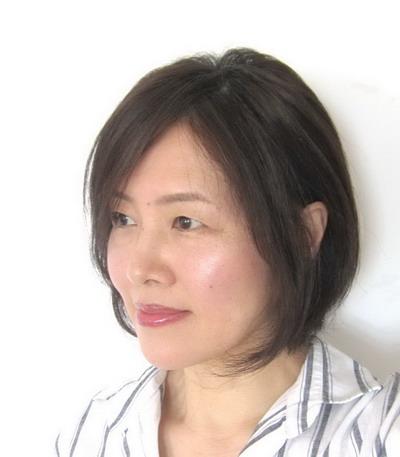 50代 髪の分け目を目立たなくする髪型